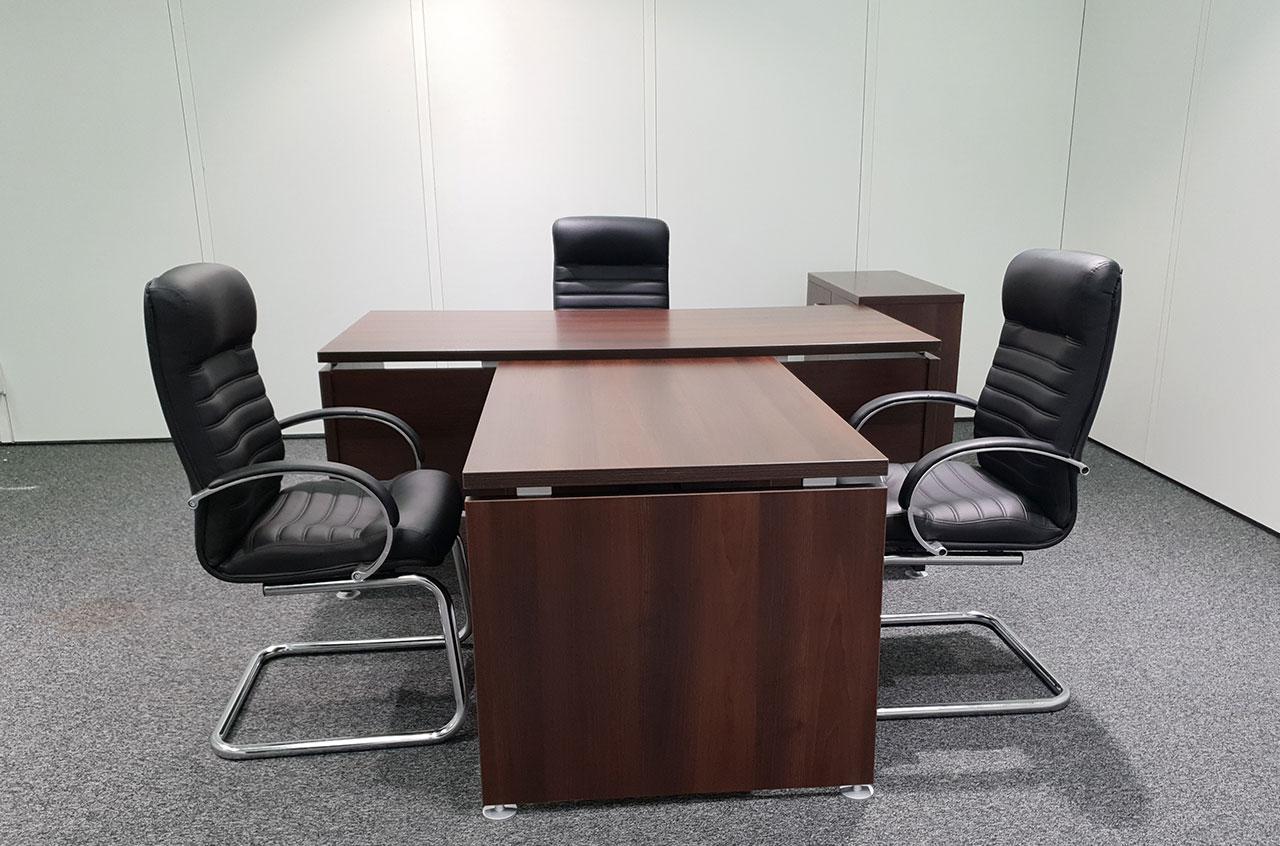 Офисные столы на конгрессе
