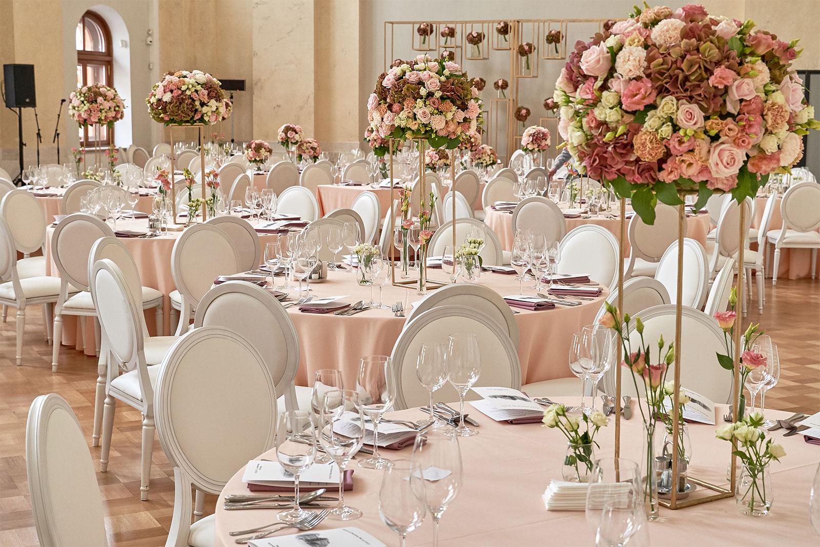 Мебель для свадьбы на мероприятии